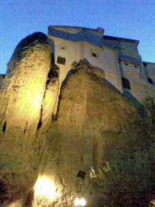 hanging-buildings-in-cuenca